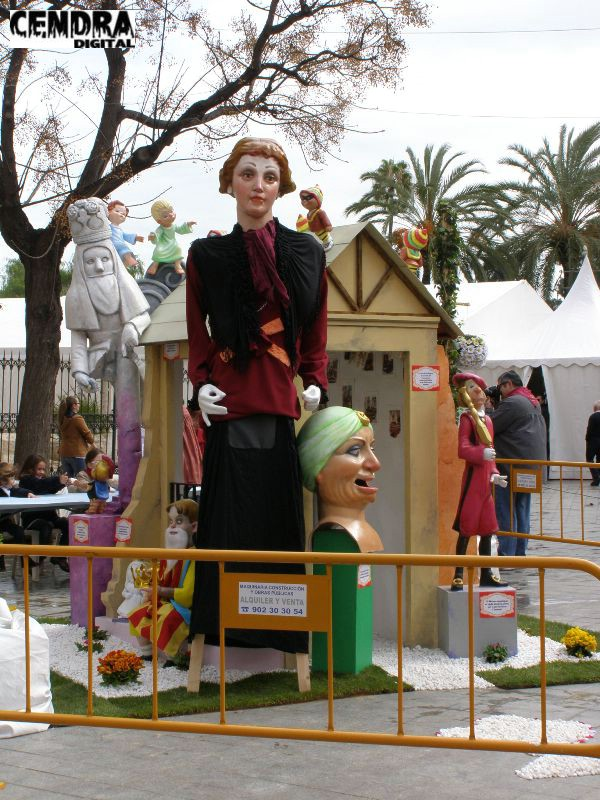 02-065-Serranos- Plaza de los Fueros infantil