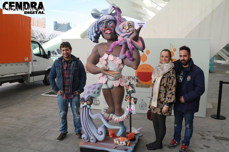 Reportaje de la tercera mañana de entrega de ninots en la Exposición